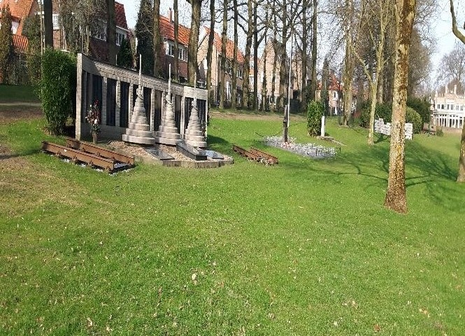 Many-memorials-in-the-garden-at-Bronbeek-665x480