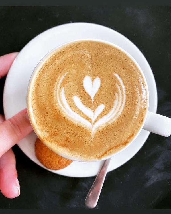 foto door koffiebar FLOOR